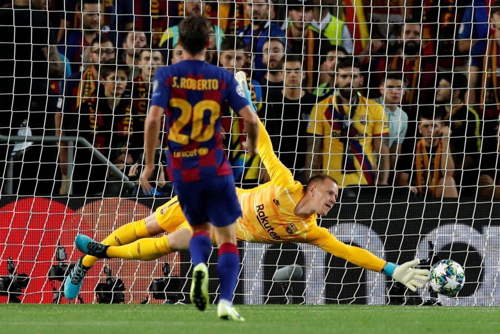 Barcelona Goalkeeper extends stay at Nou Camp
