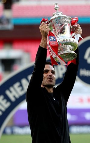 Arsenal beat Chelsea 2-1 to lift 2020 FA Cup trophy.