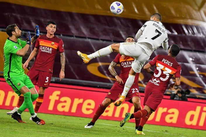 Ten-man Juventus play out to 2-2 draw away at AS Roma