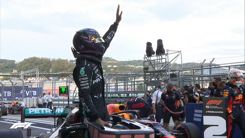 Lewis Hamilton survives scare to take pole position in the Russian Grand Prix