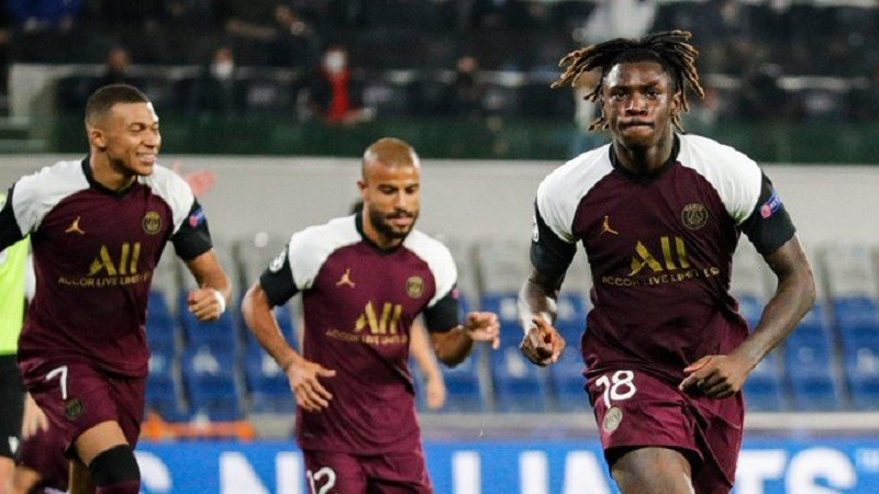 Moise Kean's two goals gave PSG the win over Istanbul Basaksehir as Neymar limps off injured