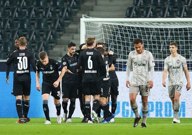 Atletico Madrid held to goalless draw by Lokomotiv Moscow as Borussia Monchegladbach put four past Shakhtar Donetsk.