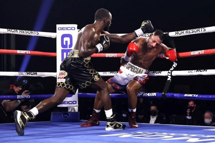 Terence Crawford beats Kell Brooks in four rounds to retain WBO title