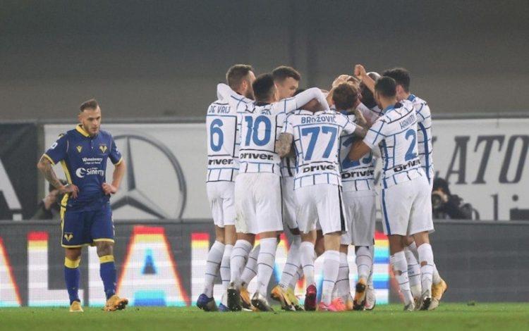 Inter Milan beat Verona 2-1 to keep the pressure on city rivals AC Milan