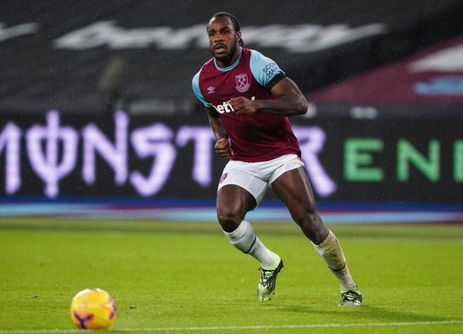 Michail Antonio signs new deal at West Ham