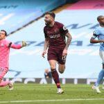 Premier League:10-man Leeds United beat Manchester City 2-1