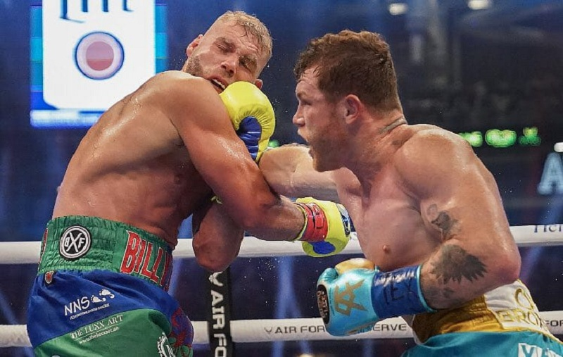 Canelo Alvarez beats Bill Joe Saunders with a TKO win to unify the super middle-weight titles.