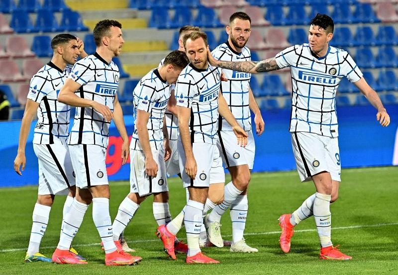 Inter Milan beat Crotone to edge closer to Italian title