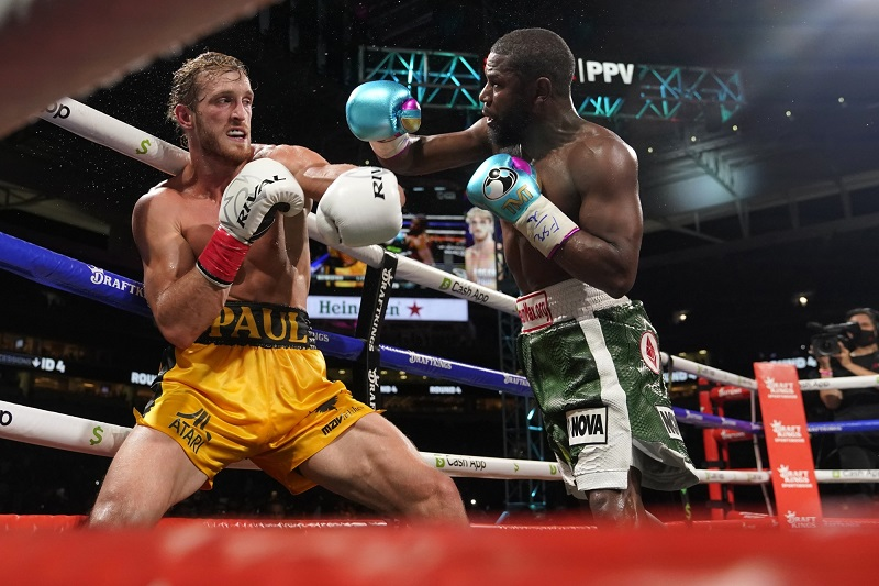 Floyd Mayweather failed to knockout Paul Logan in their exhibition fight in Miami.
