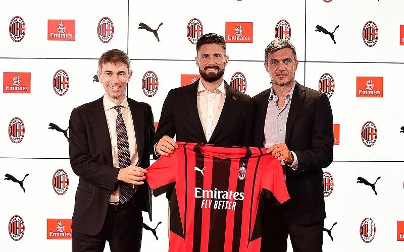 Chelsea striker Olivier Giroud has joined Italian side AC Milan on a permanent transfer.